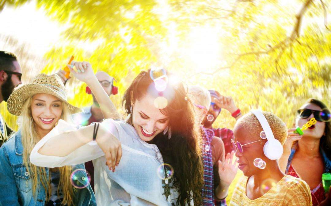 Gartenparty-Musik zum Feiern in der Sonne