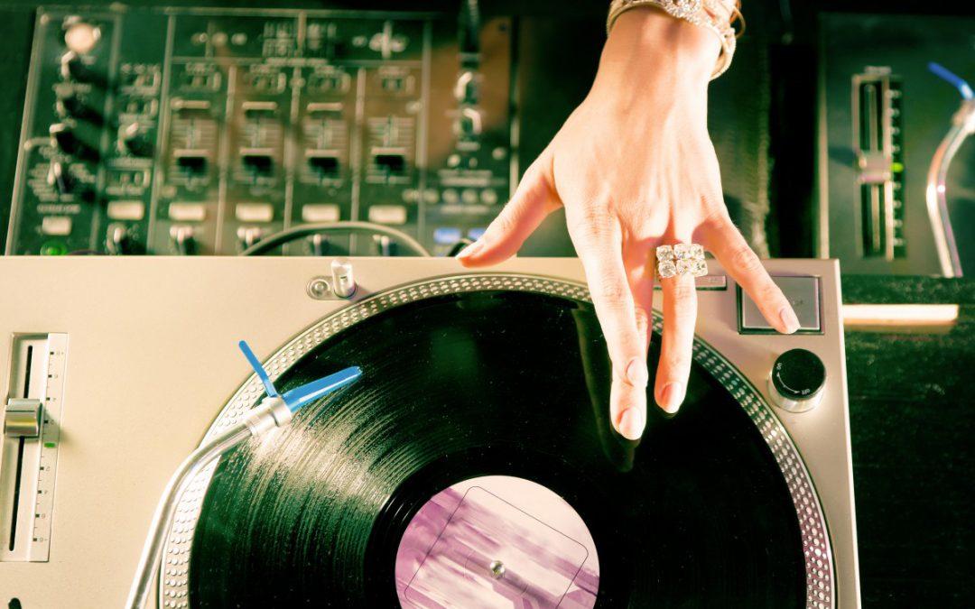 Das musst du als DJane beachten: die 6 größten Unterschiede zu DJs