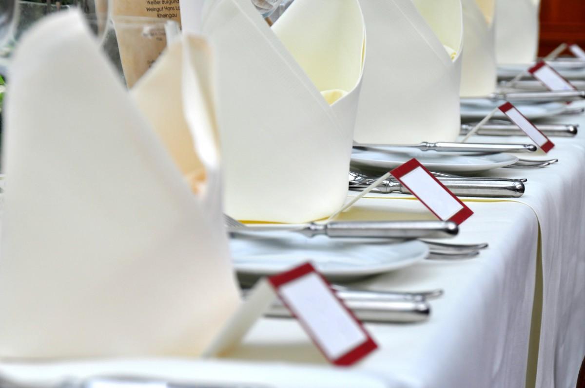 DIY – So könnt ihr Tischkarten für eure Hochzeit selber basteln