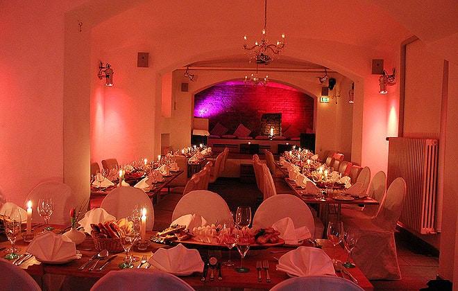 Hochzeitslocation in München Kater Mikesch