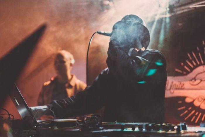 Hauptberuflich DJ werden: So macht ihr euch als DJ selbstständig