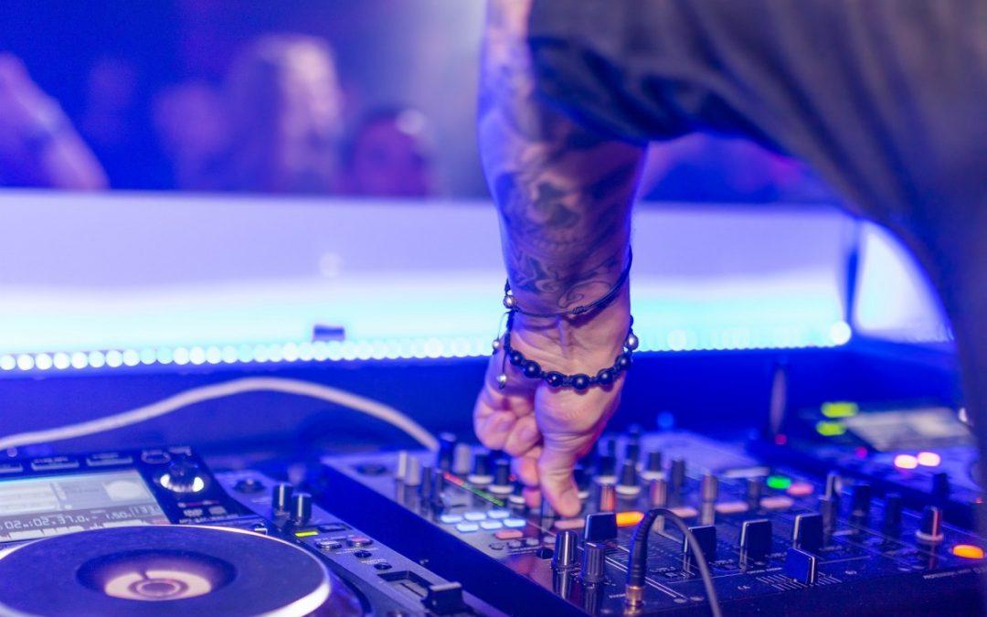 DJ als nebenberuflich Selbstständiger: Das müsst ihr wissen