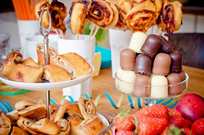 Alternatives Hochzeitsessen: Foodtrucks, DIY-Buffet & Co
